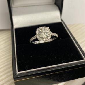 Secondhand 18ct White Gold Diamond Halo Ring