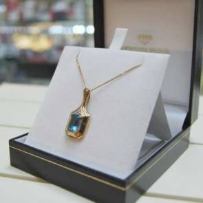 9ct Gold Blue Gem Set Pendant & Chain