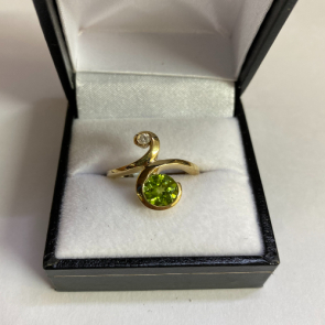 Secondhand 9ct Gold Peridot Ring