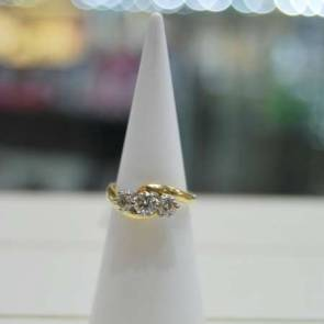 18ct Gold Three Diamond Set Ring 1ct