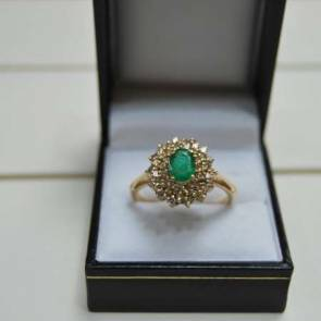 18ct Gold Vintage Emerald & Diamond Cluster Ring