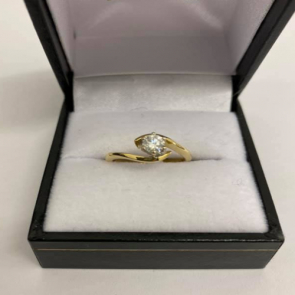 Secondhand 18ct Gold Diamond Crossover Ring